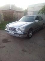 Mercedes 220 Е